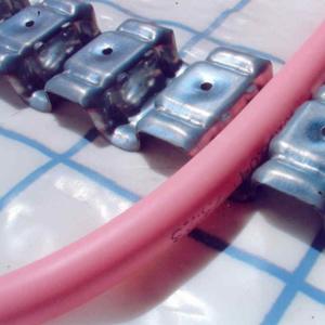 Крепление пластиковой трубы МВ в системе отопления
